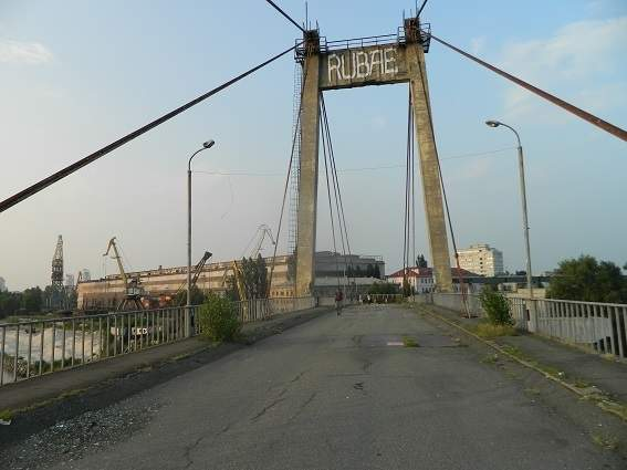 В Киеве любитель селфи упал с моста