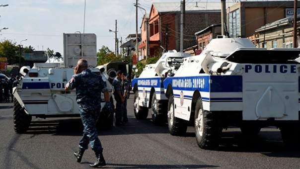 В Ереване снова стреляют