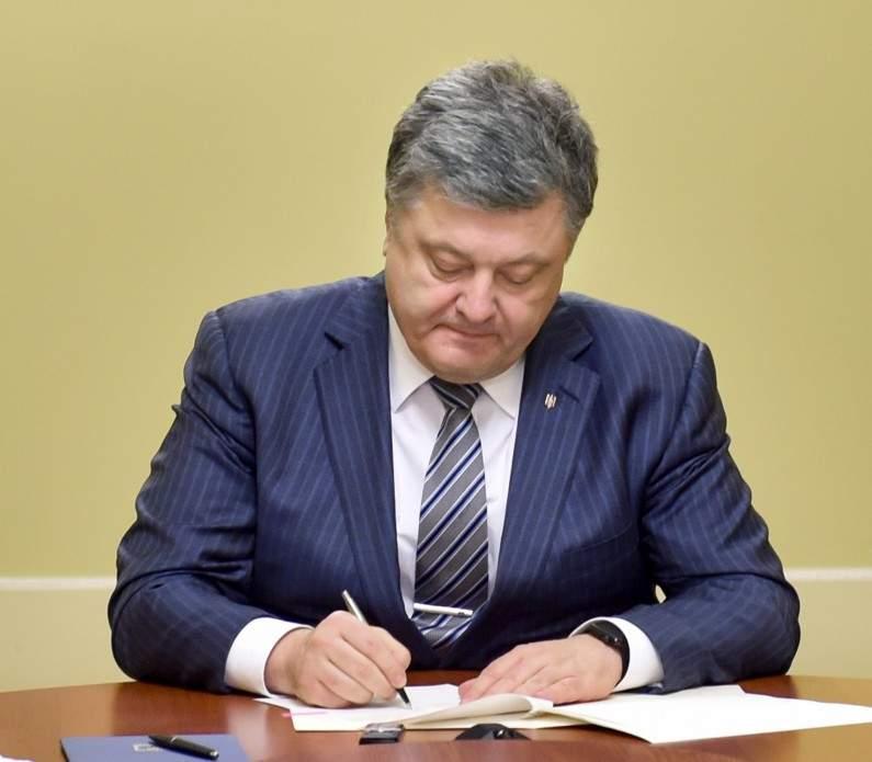 Порошенко наградил спецназовцев и подписал закон о трудоустройстве АТОшников