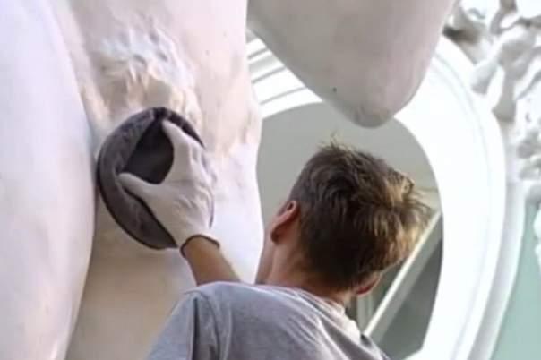 Скульптуре Давида в Питере прикрыли интимное место