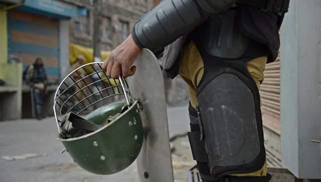 В Ереване число задержанных демонстрантов возросло до 100 человек