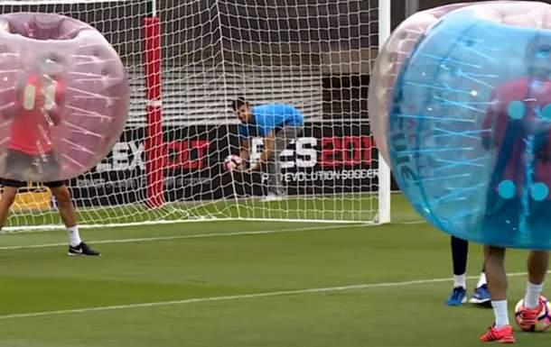 Игроки Барсы устроили тренировочное занятие в бамперболах