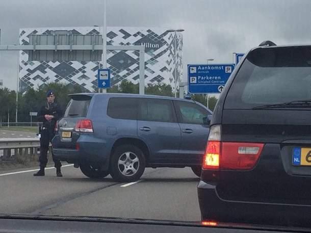В аэропорту Амстердама объявили о возможной террористической атаке