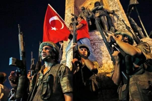 В Турции освободили 758 военных