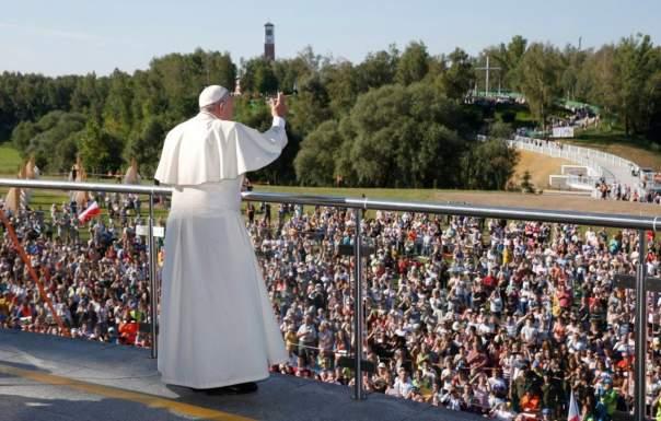 Тысячи людей собрались на мессу Папы Римского в Кракове