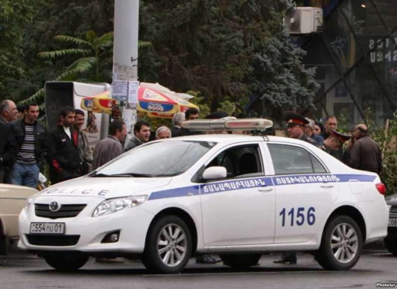 В Ереване члены вооруженной группировки убили полицейского