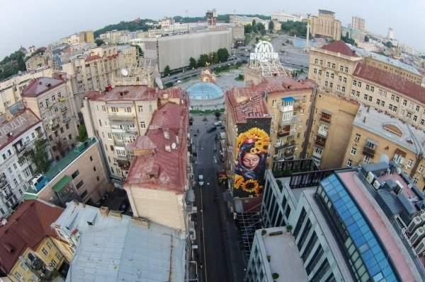 В центре Киева появился мурал