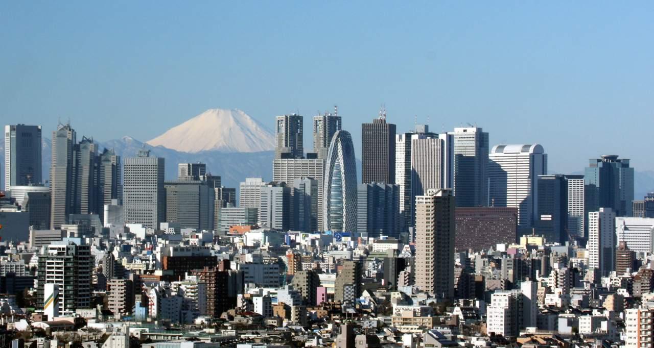 В Токио стартовало голосование на пост нового мэра