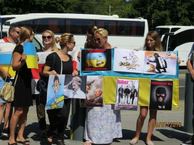 В Словении российского президента встретили протестами