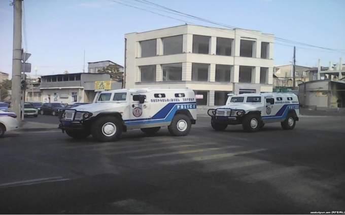Захватчики здания полиции в Ереване сложили оружие