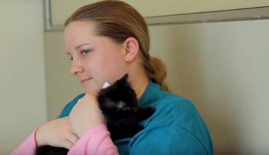 Черные кошки помогли девушке-аутисту заговорить