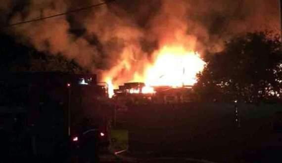 В результате обстрела Ясиноватой, взорвалась батарея гаубиц, и сожгла до тла дом