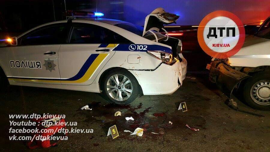 В столице нетрезвый водитель сбил двух сотрудников полиции