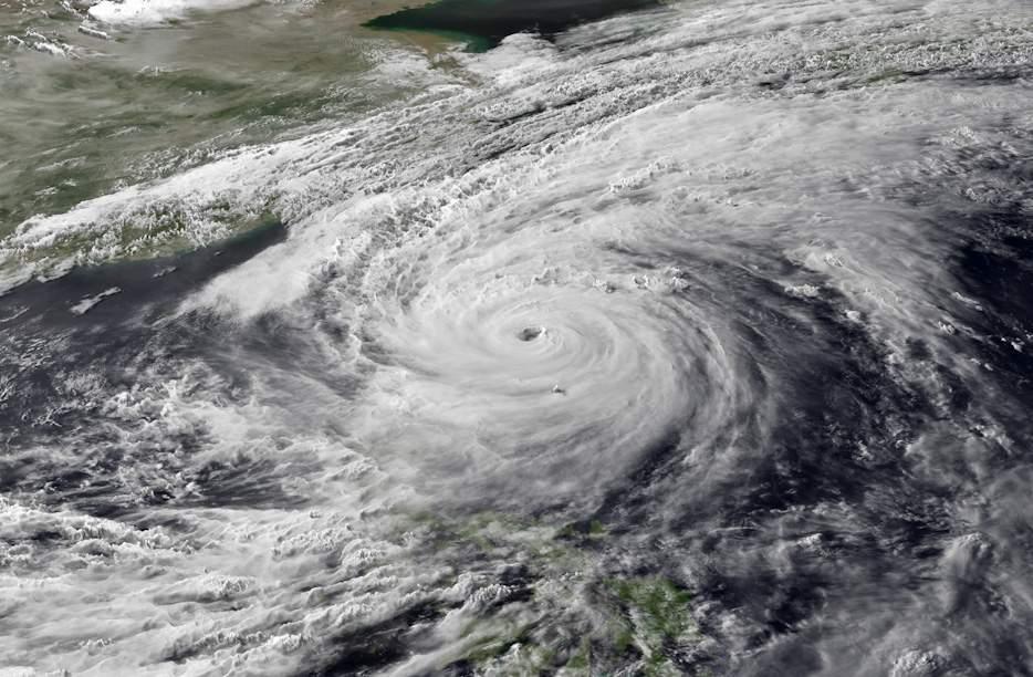 Из-за тайфуна