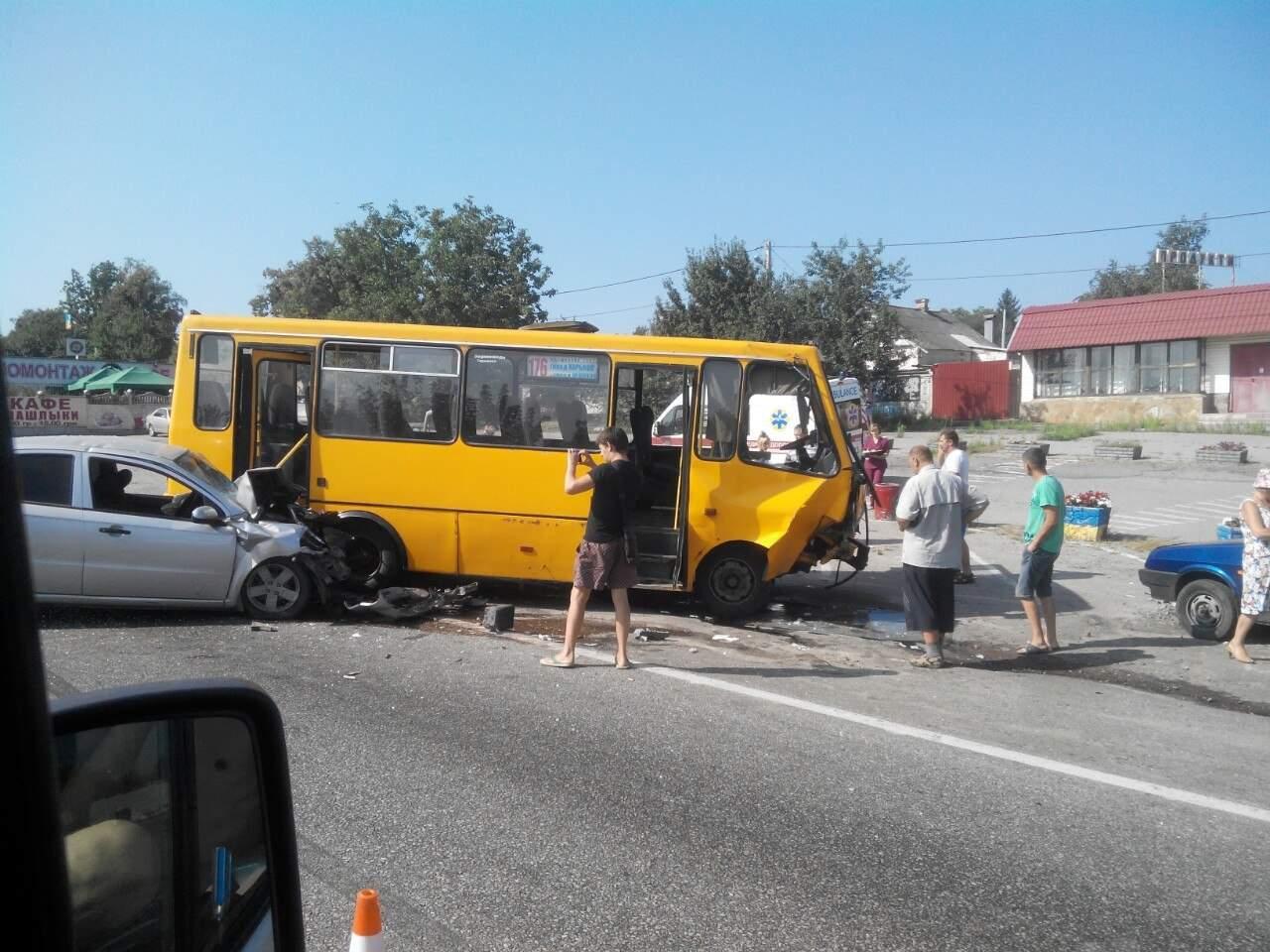 В районе авторынка Харькова произошло ДТП с участием пассажирского автобуса