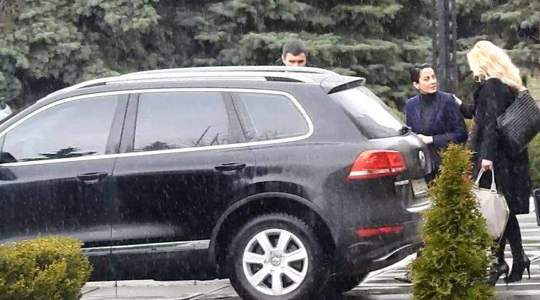 Хатия Деканоидзде ездит с водителем и охраной на джипе за 2 млн грн