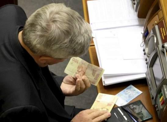 Известны размеры зарплат депутатов за июль