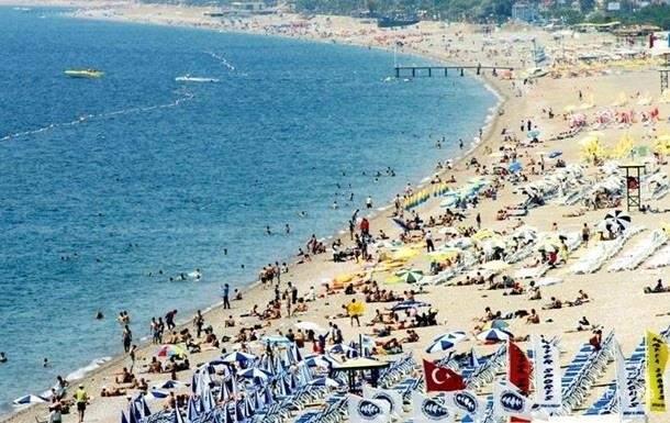 Поток туристов в Турцию продолжает сокращаться