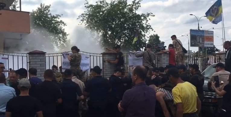 Обнародовано видео момента столкновения полиции и бойцов
