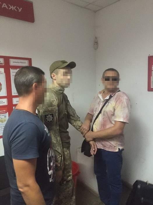 СБУ задержала  полицейского за вымогательство взятки у военнослужащего