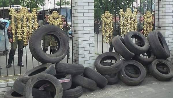Нацгвардия усилила свои позиции возле Оболонского райсуда Киева
