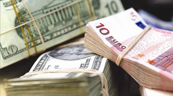 Евро и доллар немного выросли