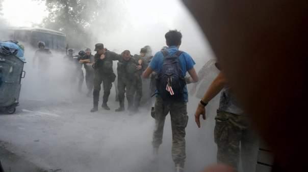 27 правоохранителей отравились газом в результате стычек под Оболонским судом