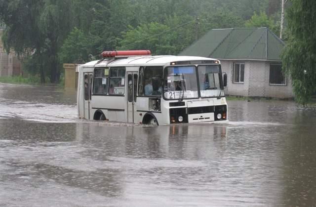 Впечатляющие видео затопленных улиц Черкасс