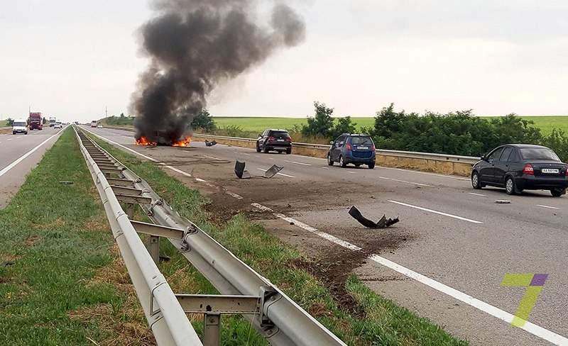 На трассе Одесса-Киев горит автомобиль. Есть пострадавшие