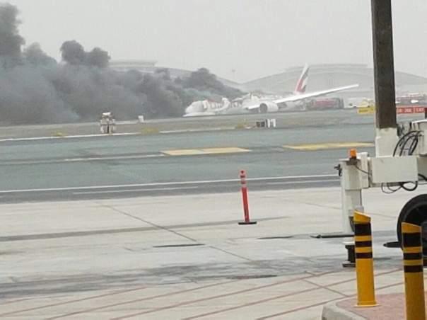 В аэропорту Дубая при посадке загорелся самолёт