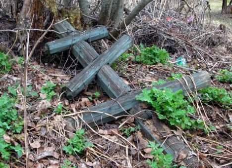 На Львовщине вандал разрушил 150 могил