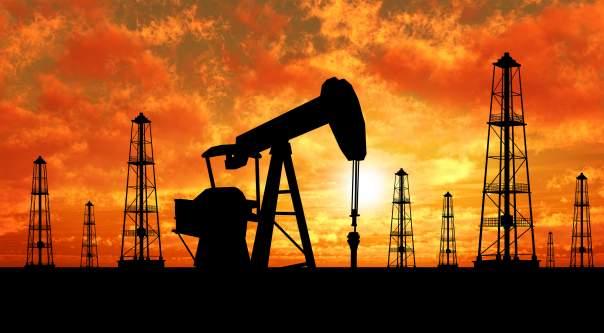 Нефть медленно дорожает