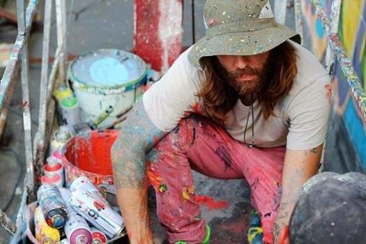 В Киеве у художника, рисовавшего мурал, украли всю краску