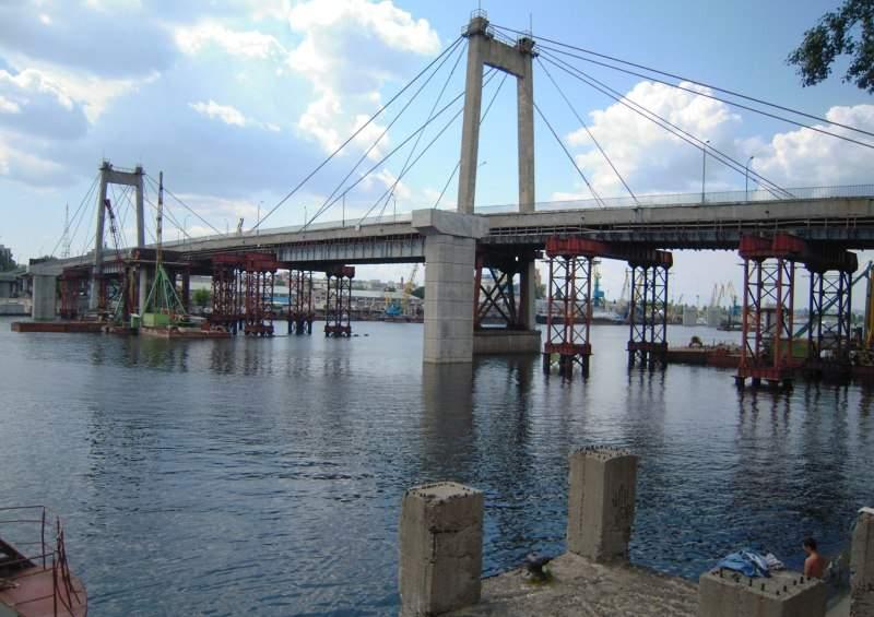 На столичных мостах предлагают усилить охрану от подростков