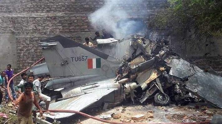 В тренировочном лагере Индии потерпел крушения самолет