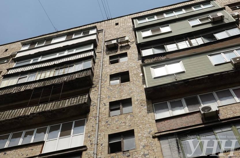 В Мариуполе мужчина выпал из окна многоэтажки