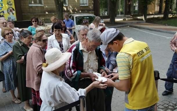 Гуманитарный штаб Рината Ахметова доставит гигиенические наборы жителям сел на линии огня