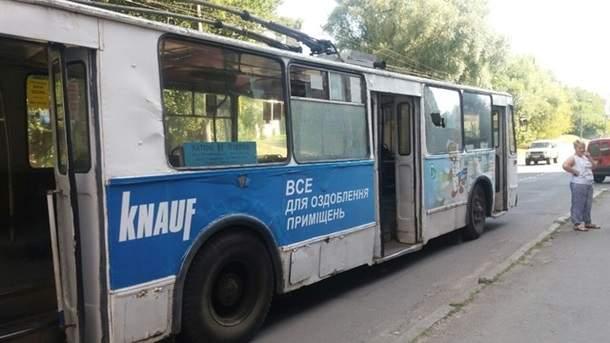 Cегодня в  Хмельницком неизвестный обстрелял троллейбус