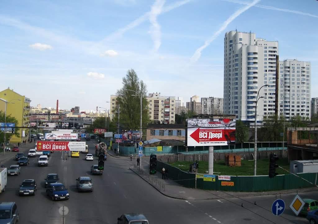 Столичные власти обещают не размещать рекламу на перекрестках и пешеходных переходах
