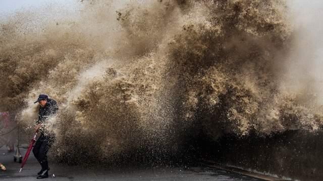 В Китае в результате мощного тайфуна эвакуировали людей