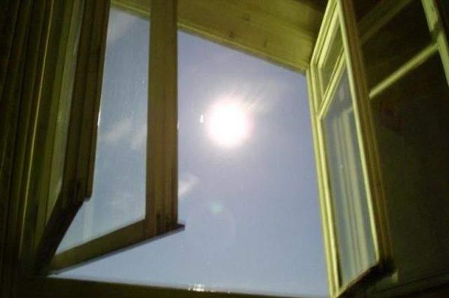На Прикарпатье подросток выпал из окна
