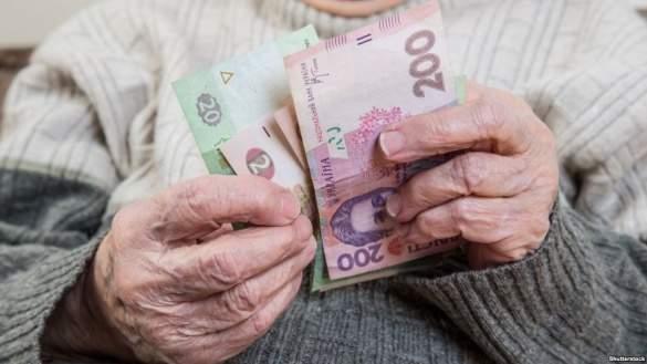Кабмин обещает повышение пенсий уже с осени