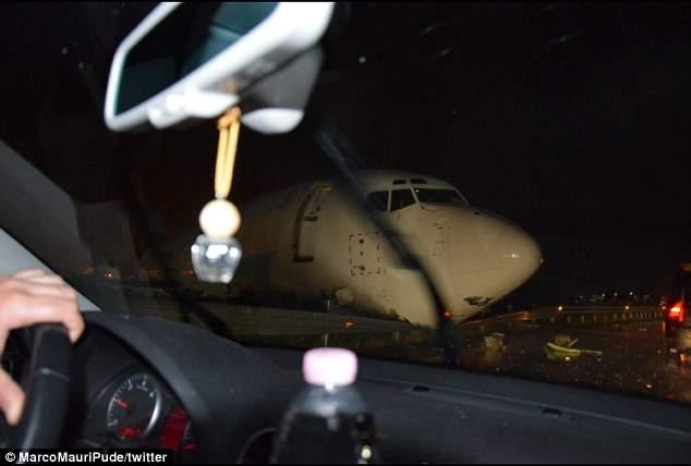 В Италии самолёт врезался в кольцевую дорогу