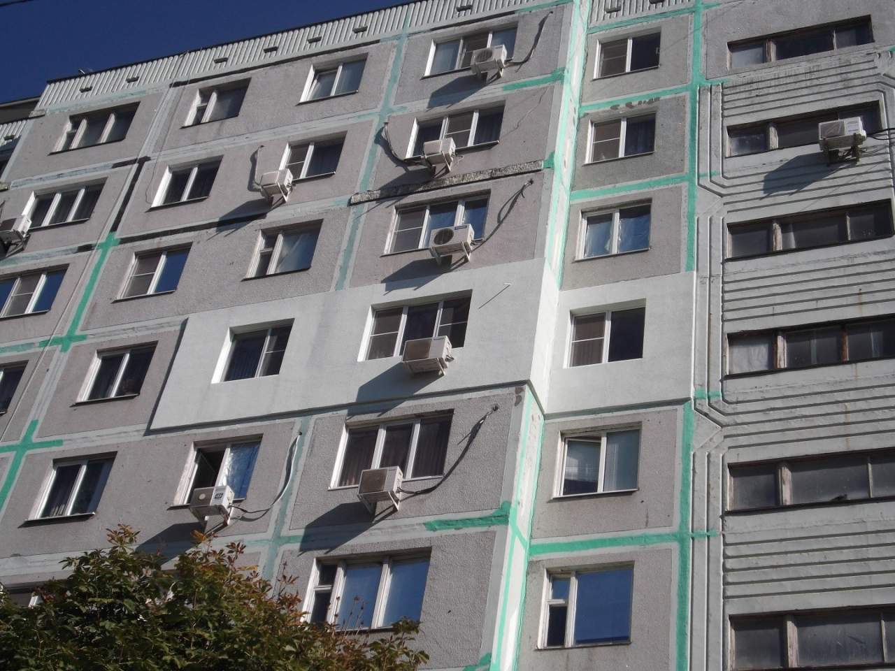 В Екатеринбурге мужчина словил девочку, которая выпала с 8 этажа