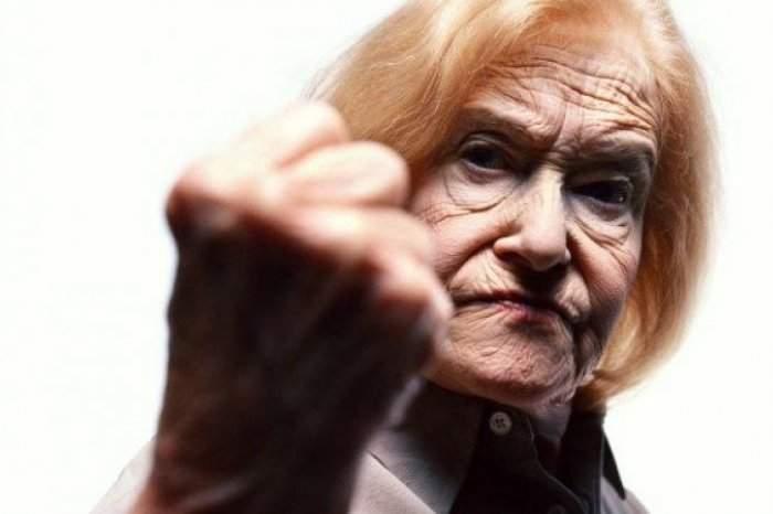 Бабушка покусала тернопольского полицейского
