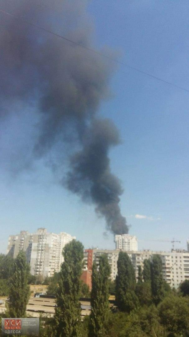 В Одессе горит стихийная мусорная свалка