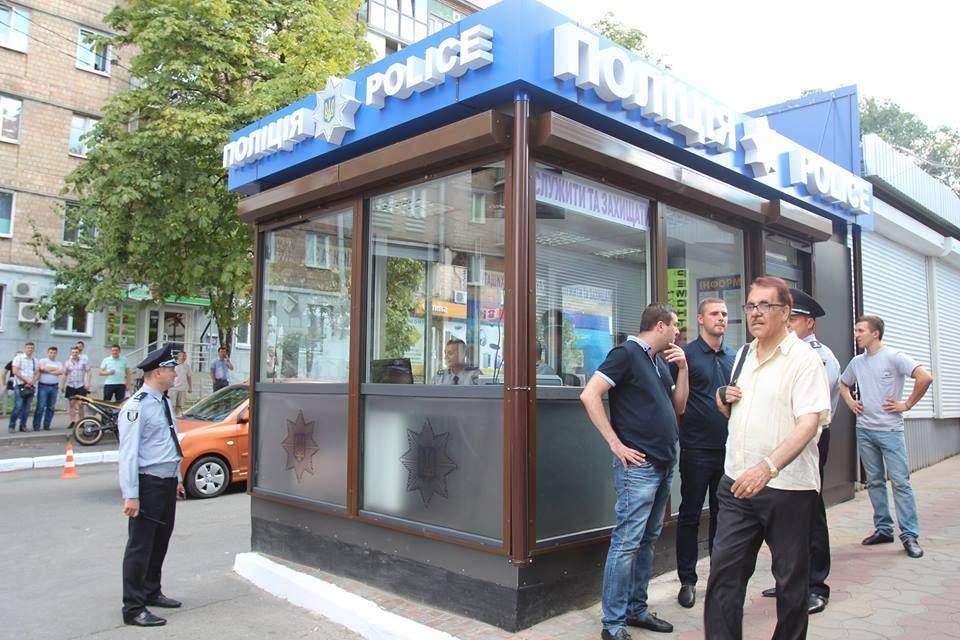 На Караваевых дачах появился прозрачный полицейский участок для участковых и патрульных