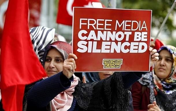 В Стамбуле суд арестовал еще 12 оппозиционных журналистов