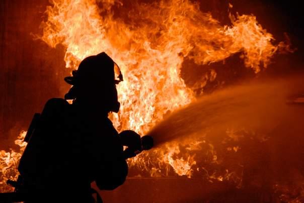 В Хмельницкой области горит общежитие