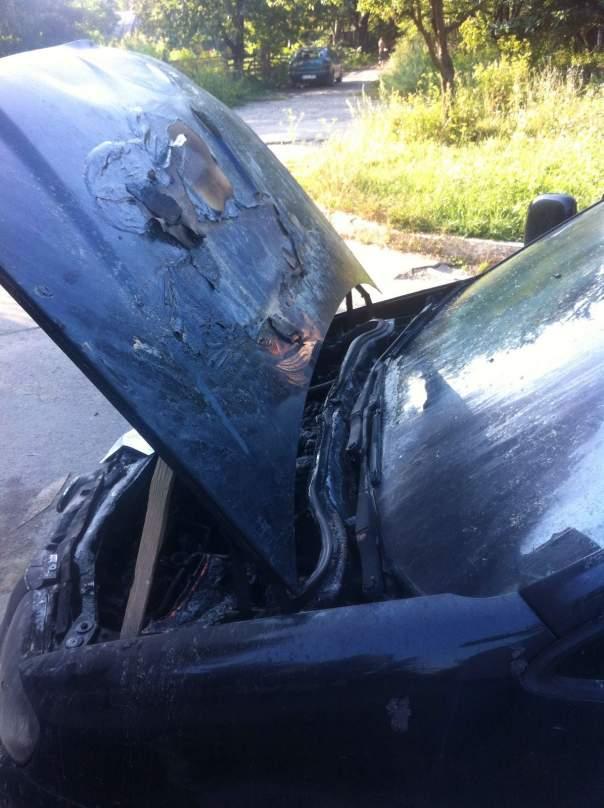 На Закарпатье неизвестные подожгли автомобиль пограничника